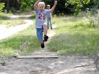 springt so weit wie ein Feldhase
