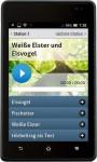 An jeder Station gibt es einen Hörbeitrag. Wenn man das + antippt, öffnen sich weitere Informationen, darunter Bilder, Videos Audiobeiträge oder Steckbriefe.