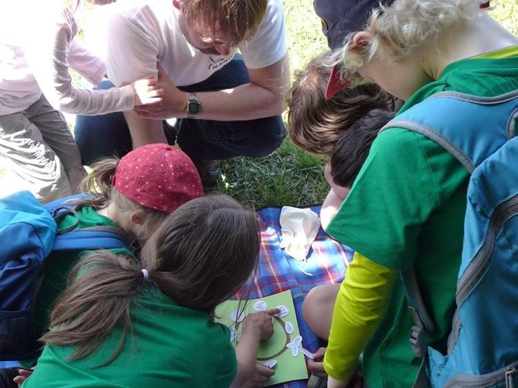 Spielerisch lernen die Kinder ökologische Zusammenhänge kennen